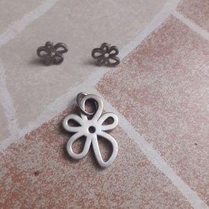 Tous earrings and pendant. Flower shape.